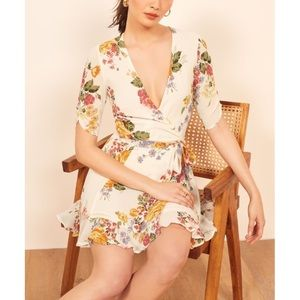 😍😍😍🔥🔥🔥Reformation floral mini dress